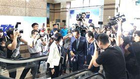 鴻海董事長郭台銘赴國民黨中央,與黨主席吳敦義會面。 圖/記者黃宣尹攝影
