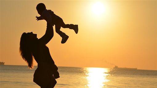 母女,媽媽,小孩(示意圖/翻攝自Pixabay)