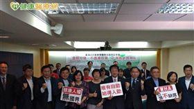 會中20大醫師團體高聲呼喊「全民均健,不遺漏台灣,台灣應參加WHA!」,並發表中英文聲明,盼能真正落實「Leaving no one behind」精神,邀請台灣參加WHA。