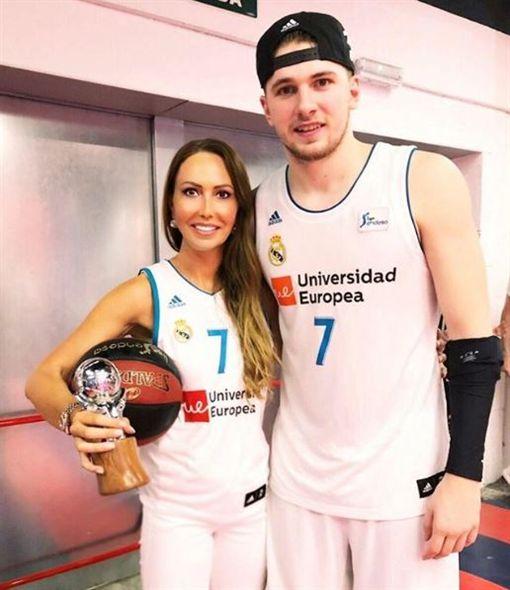NBA/爆笑!金童超正媽媽神回搭訕NBA,達拉斯獨行俠,Luka Doncic,母親翻攝自mirjampoterbin IG