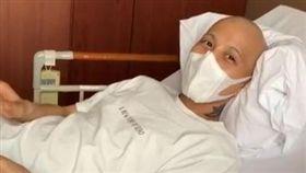 女星夫罹精巢癌存活率40% 副作用「滿腳像黏垃圾」(圖/翻攝自IG)