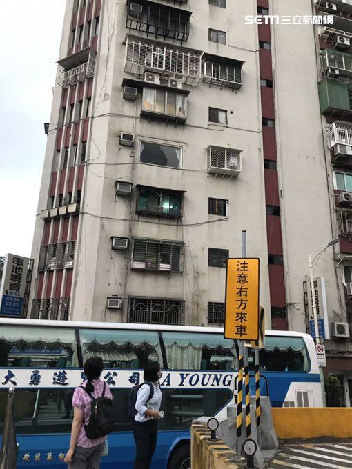 台北市中山分局余姓女警跳樓現場(讀者提供)