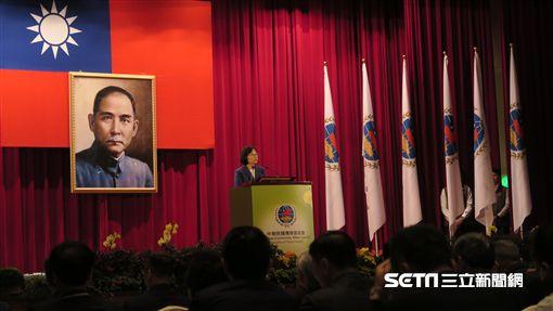總統蔡英文15日出席席「108年僑務委員會議開幕典禮」。(圖/記者盧素梅攝)