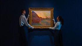 莫內著名的「乾草堆」系列畫作,成交價打破莫內作品最高價紀錄。(圖/翻攝自Sothebys推特)