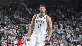 NBA/公鹿屠龍!浪花大山締造新高 NBA,季後賽,密爾瓦基公鹿,Brook Lopez 翻攝自推特