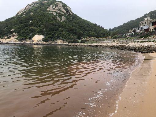 馬祖最大量赤潮報到(2)馬祖進入藍眼淚季節,相關海域16日上午出現今年密度最高的赤潮,以緩流區內灣為最容易聚集。(北竿大坵壹號娛樂漁船提供)中央社  108年5月16日