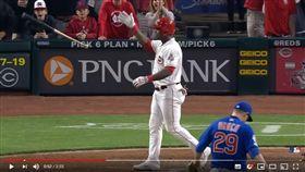 ▲普伊格(Yasiel Puig)滿壘敲出再見安打豪氣甩棒。(圖/翻攝自MLB YouTube)