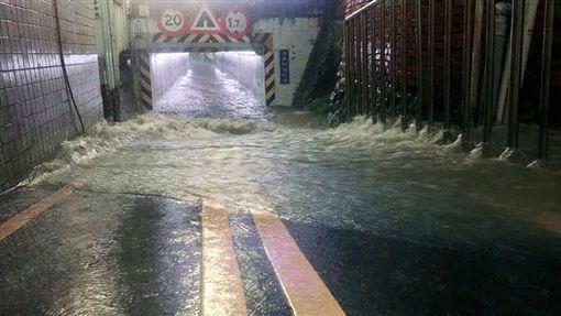 新竹,淹水(圖/翻攝自新竹爆料公社)