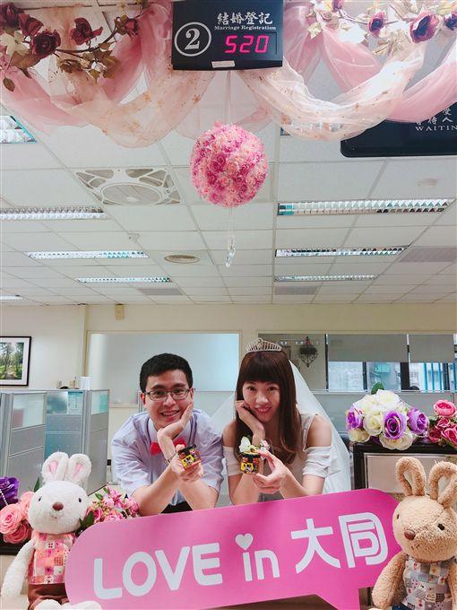 520結婚登記第1名 手作蜂蜜慶祝甜蜜蜜諧音「我愛你」的5月20日即將到來,台北市民政局推出「蜂擁520,甜蜜我愛你」結婚活動,凡是20日於台北市戶政事務所登記結婚,即可獲「迪士尼紀念手作蜂蜜」,限量520組。(台北市民政局提供)中央社記者陳怡璇傳真 108年5月16日