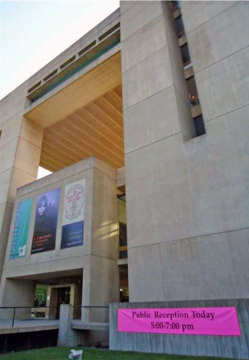 美國康乃爾大學強生美術館為貝聿銘作品,簡單乾淨的幾何圖形,為建築界鉅作。(圖/翻攝自也趣藝廊臉書)