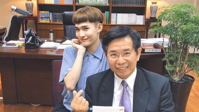 鍾明軒教育部長會談 瑪莎呼「好正」