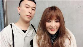 歌手黃美珍跟老公張瑞哲。(翻攝臉書)