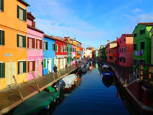 ▲彩色島未經過度商業開發,遊客也比較少,彷彿威尼斯的世外桃源。(圖/鳳凰旅遊)