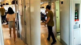 男女走出火車廁所 男擦嘴女羞抓屁屁(圖/微博)