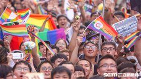 同婚專法三讀,立法院場外,力挺聲援群眾歡呼,(圖/記者林士傑攝影)