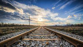 火車,鐵軌,石頭 圖/pixabay