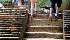 (圖/Pixabay)爬樓梯,走路,散步,運動
