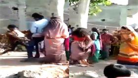 (圖/翻攝自Dainik Jagran YouTube)印度,鞭刑,私奔,人妻,小王