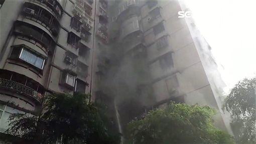 台北市中山區復興南路大樓火警現場(翻攝畫面)