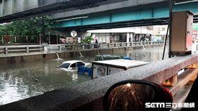 台中林森路地下道淹水/民眾提供