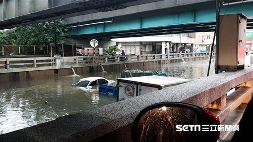 台中林森路地下道淹水/記者邱瑞揚攝