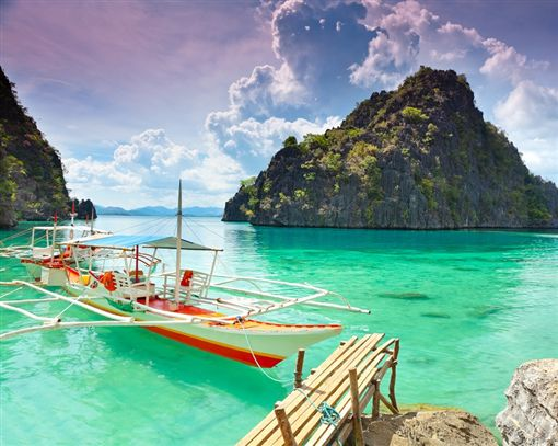主圖1(S)-shutterstock_89691499(Tropical lagoon on the way to Kayangan lake. Coron island).jpg