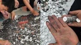 大陸女子用13萬人民幣硬幣買車。(圖/翻攝自梨視頻)