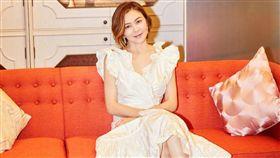 關之琳 進軍時裝界,創個人品牌。微博