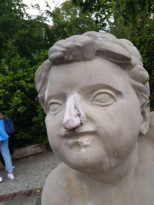 波蘭,女模,雕像(圖/翻攝YouTube)
