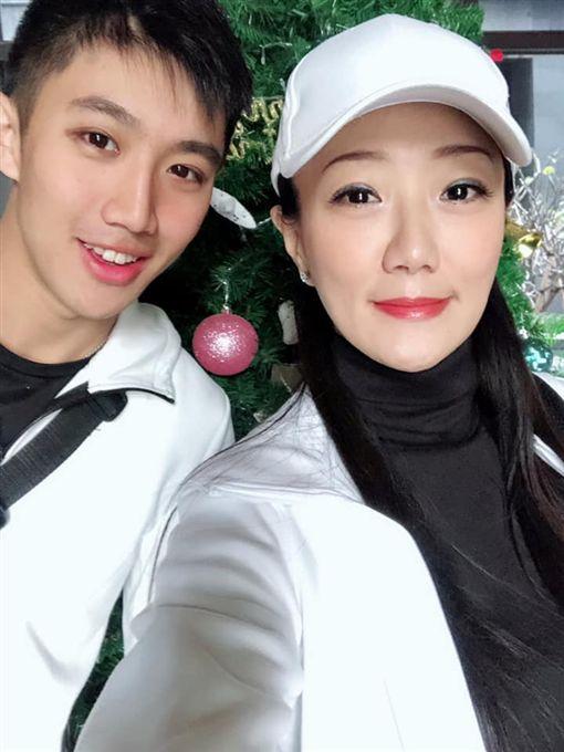 馬如龍女兒Vivian與外孫黃博鈞(圖/翻攝自馬如龍女兒Vivian臉書)