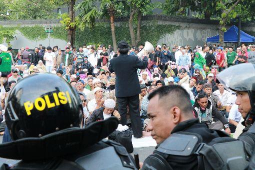 印尼鎮暴警察嚴陣以對印尼總統選舉計票結果21日公布,支持落敗在野陣營的民眾上街抗議,政府出動鎮暴警察嚴陣以待。中央社記者石秀娟雅加達攝 108年5月21日