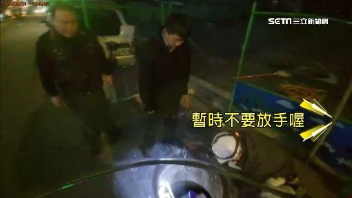 嚇死!滑手機摔八米坑 工人鑽坑救女學生