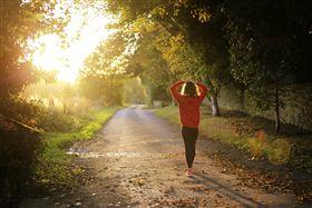 走路,運動。(圖/Pixabay)