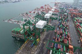 長榮國際儲運新增2座大型橋式起重機