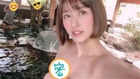 旅日寫真女星Kazumi近日貼出溫泉火辣自拍。(圖/翻攝自Kazumi推特)
