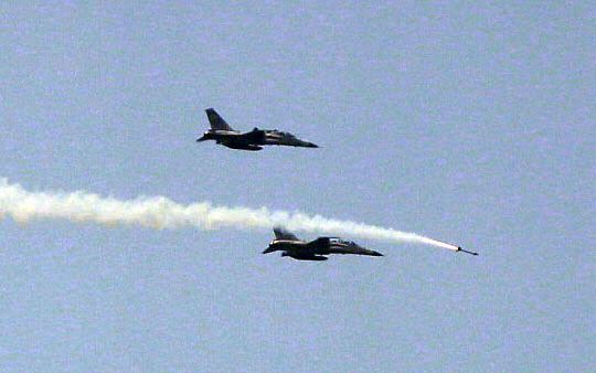IDF經國號戰機發射劍一飛彈射擊命中目標。(記者邱榮吉/花蓮外海拍攝)