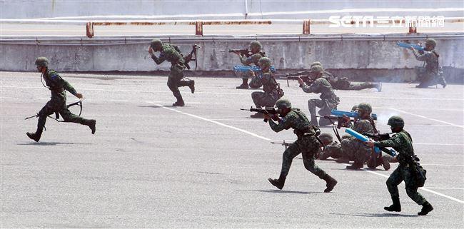 花指部對花蓮港要港聯合防衛掩護海軍戰備整補出港作戰。(記者邱榮吉/花蓮拍攝)