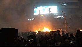 印尼選後動盪 抗議現場多處著火