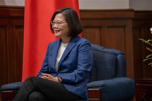 蔡英文總統23日上午接見華人民主書院訪賓。(圖/總統府提供)