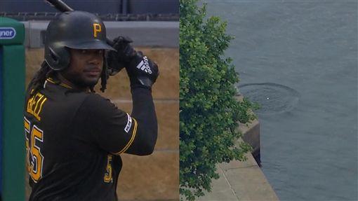 ▲海盜貝爾(Josh Bell)454英呎的全壘打飛出球場掉進河裡。(圖/翻攝自MLB官網)