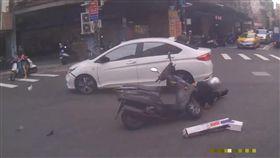 新北市,中和,車禍,闖紅燈,翻攝自YouTube