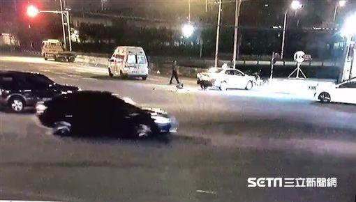 救護車遭撞/記者許書維翻攝