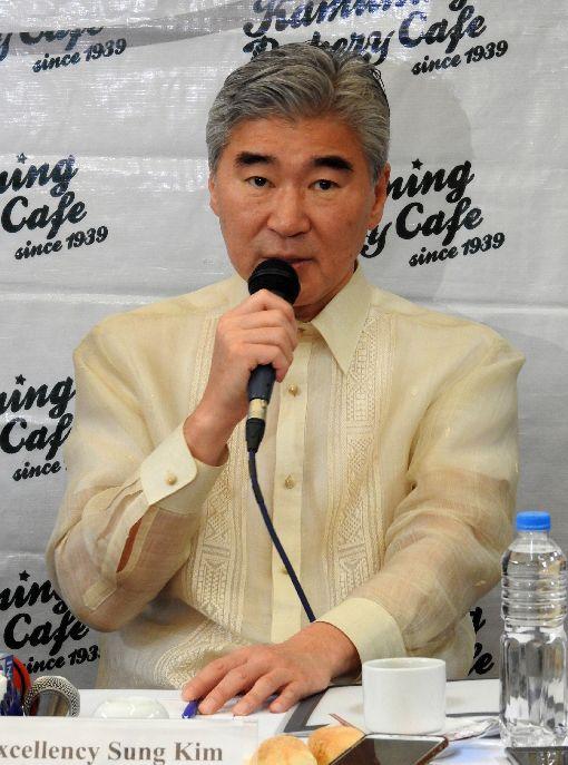 美駐菲大使:華為禁令 菲國將做正確決定美國駐菲大使金成23日說,華為產品存在嚴重安全疑慮,但是否禁用華為產品,相信菲國相關高層官員正審慎評估對菲律賓正確的決定。中央社記者陳妍君馬尼拉攝  108年5月23日