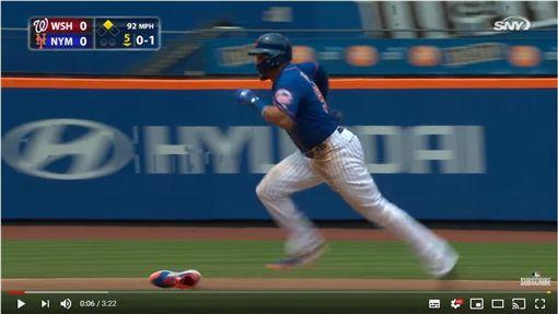 ▲葛梅茲(Carlos Gomez)盜壘鞋子都掉了。(圖/翻攝自MLB YouTube)