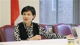 鄭麗君:文化經濟有助推廣自由民主價值文化部長鄭麗君表示,台灣文化經濟如果邁向世界,也能把自由民主生活價值觀帶到世界,對廣大華人社會與亞太地區來說,台灣是相當正面的力量。中央社記者尹俊傑紐約攝  108年5月24日