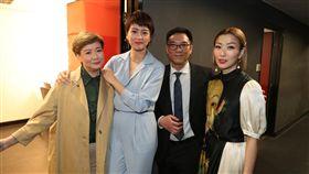 該片導演關錦鵬(右二)認同她原諒老公安仔(許志安)。(圖/翻攝自香港國際電影節粉專)