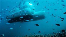大堡礁潛艇「ScUber」。(圖/翻攝自YOUTUBE)