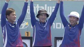 中華女將譚雅婷、雷千瑩、彭家楙今日在2019年世界盃射箭賽土耳其站以5比1擊敗墨西哥代表隊,勇奪反曲弓團體賽金牌,為備戰6月世界射箭錦標賽注入強心針。(圖/翻攝自大會直播)