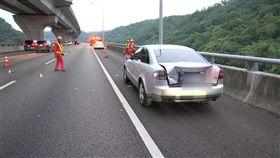 五楊高架車故障停路肩 男下車求救遭撞飛慘死
