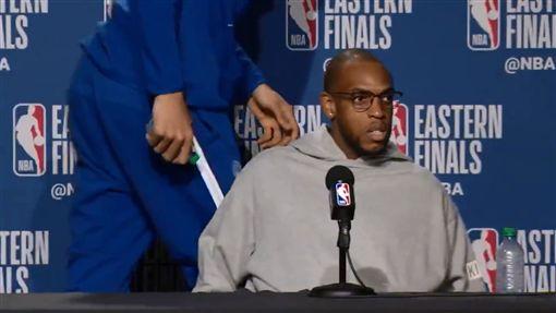 NBA/正妹記者這問題令字母哥閃退NBA,季後賽,密爾瓦基公鹿,Giannis Antetokounmpo翻攝自推特